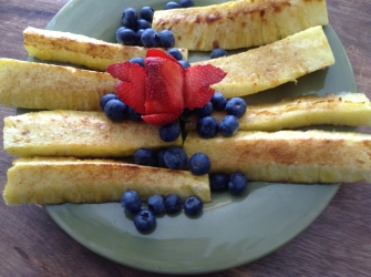 grilled pineapple and blueberry salad